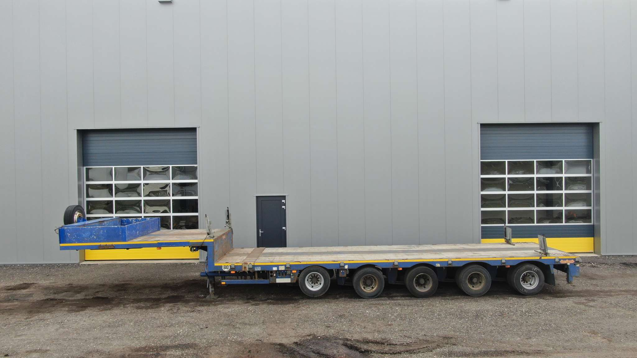 5 Axle semi lowbed | extendable till 15,6 m | payload 65,8 ton