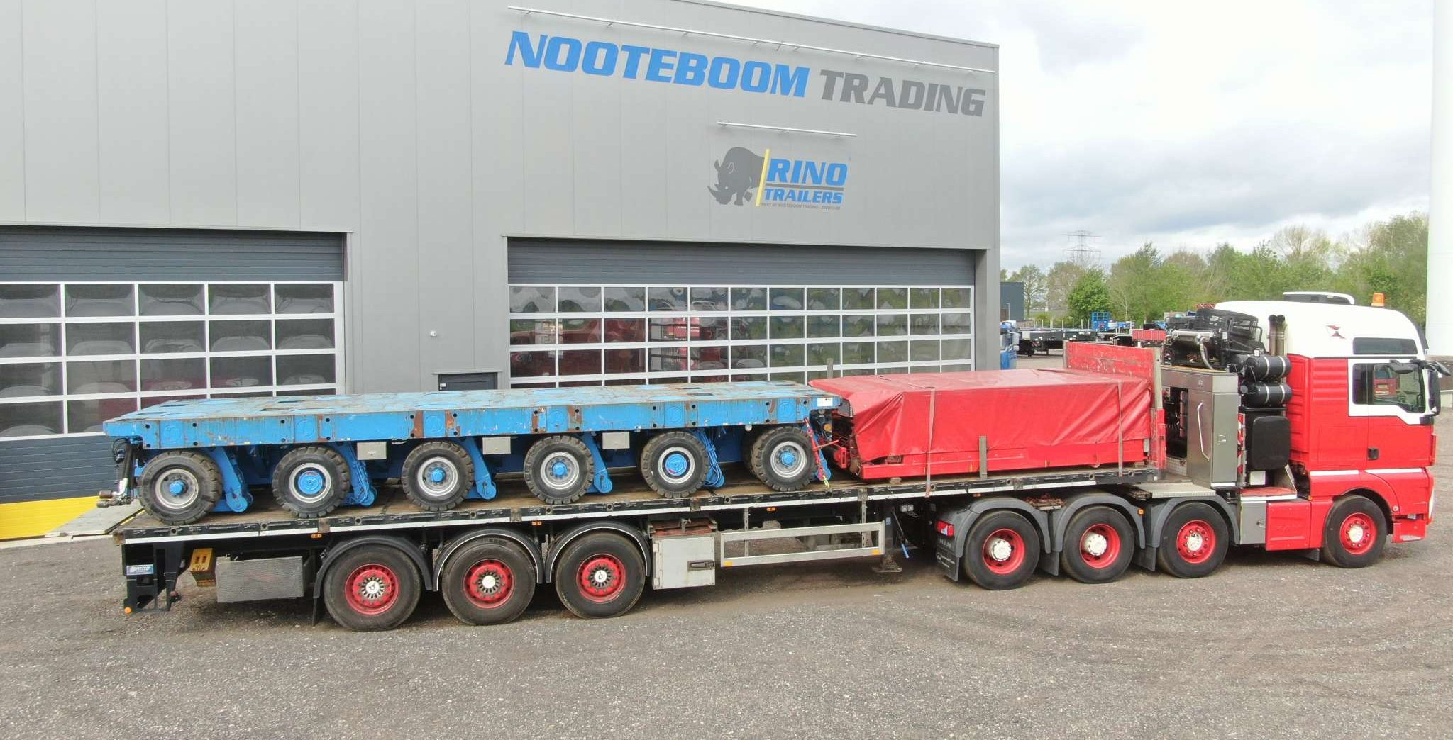 3 Axle flatbed with twistlock and aluminium side boards   payload 36 ton