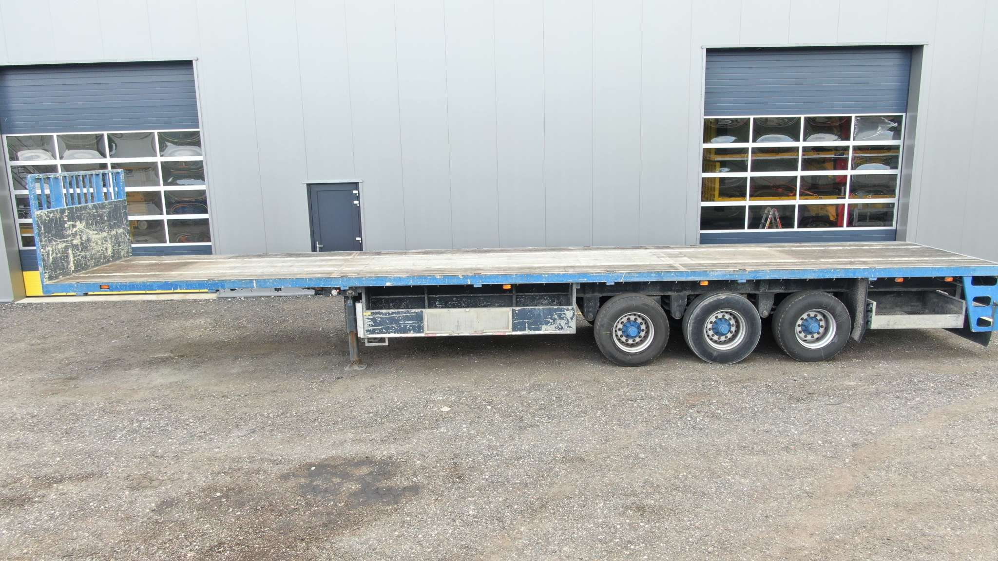 3 axle flatbed trailer | loadfloor length 13,6 m | payload 35,8 tons