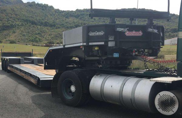 3 Axle lowbed | machine carrier | detachable gooseneck | loadfloor lenght 8,5 m | payload 50 ton