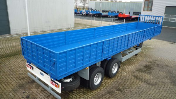 Heavy duty flatbed trailer with 32 ton Bogie suspension for on and off the road and severe conditions