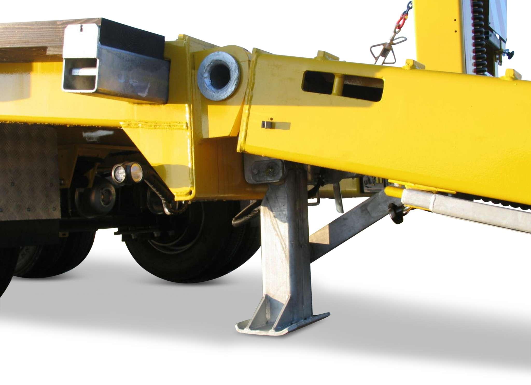 3-axle low loader trailer with offset platform