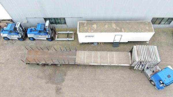 3 Axle flatbed   3 axles hydraulice steering   width extendable tilt & sliding aluminium floor   extendable til 21 m   payload 37 ton