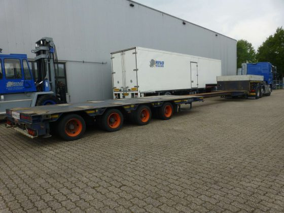 4 Axle lowbed   hydraulic steering   extendable till 14,6 m   payload 34,5 t