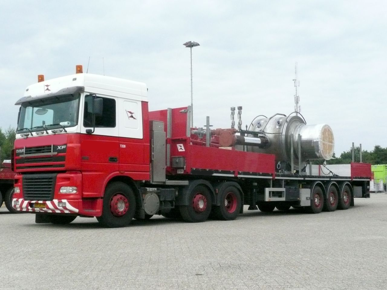 3 Axle flatbed with twistlock and aluminium side boards | payload 36 ton