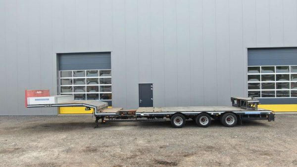 3 axle semi lowbed | extendable till 14.7 m | payload 36.7 t
