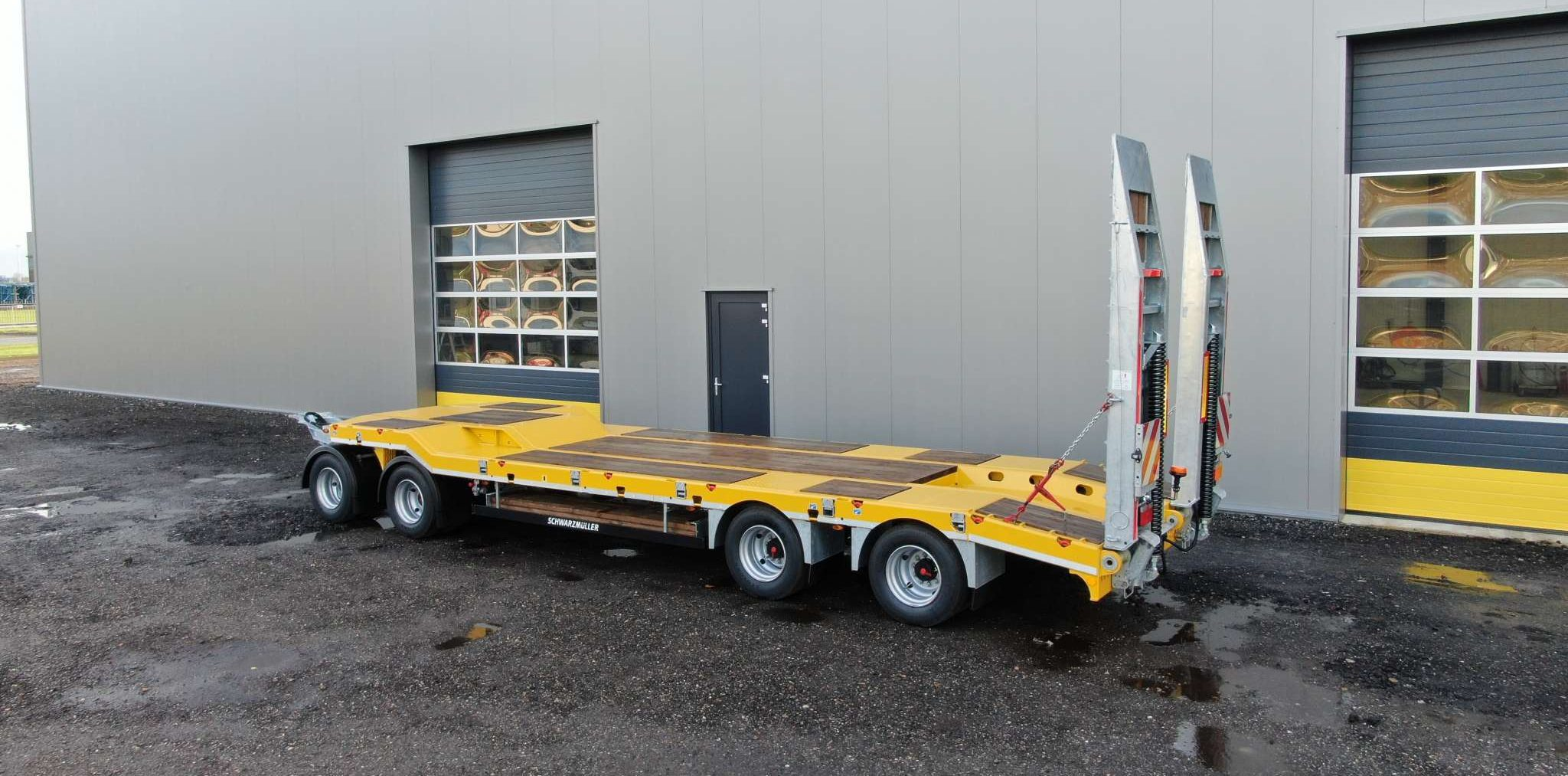 4-axle low loader trailer with offset platform