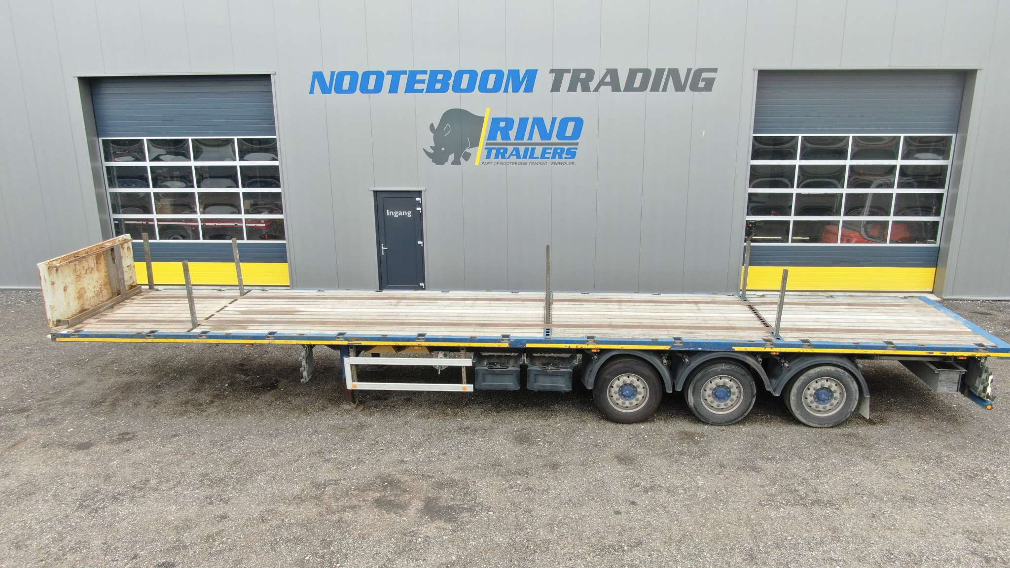 3 axle flatbed trailer   loadfloor length 13,6 m   payload 38 tons