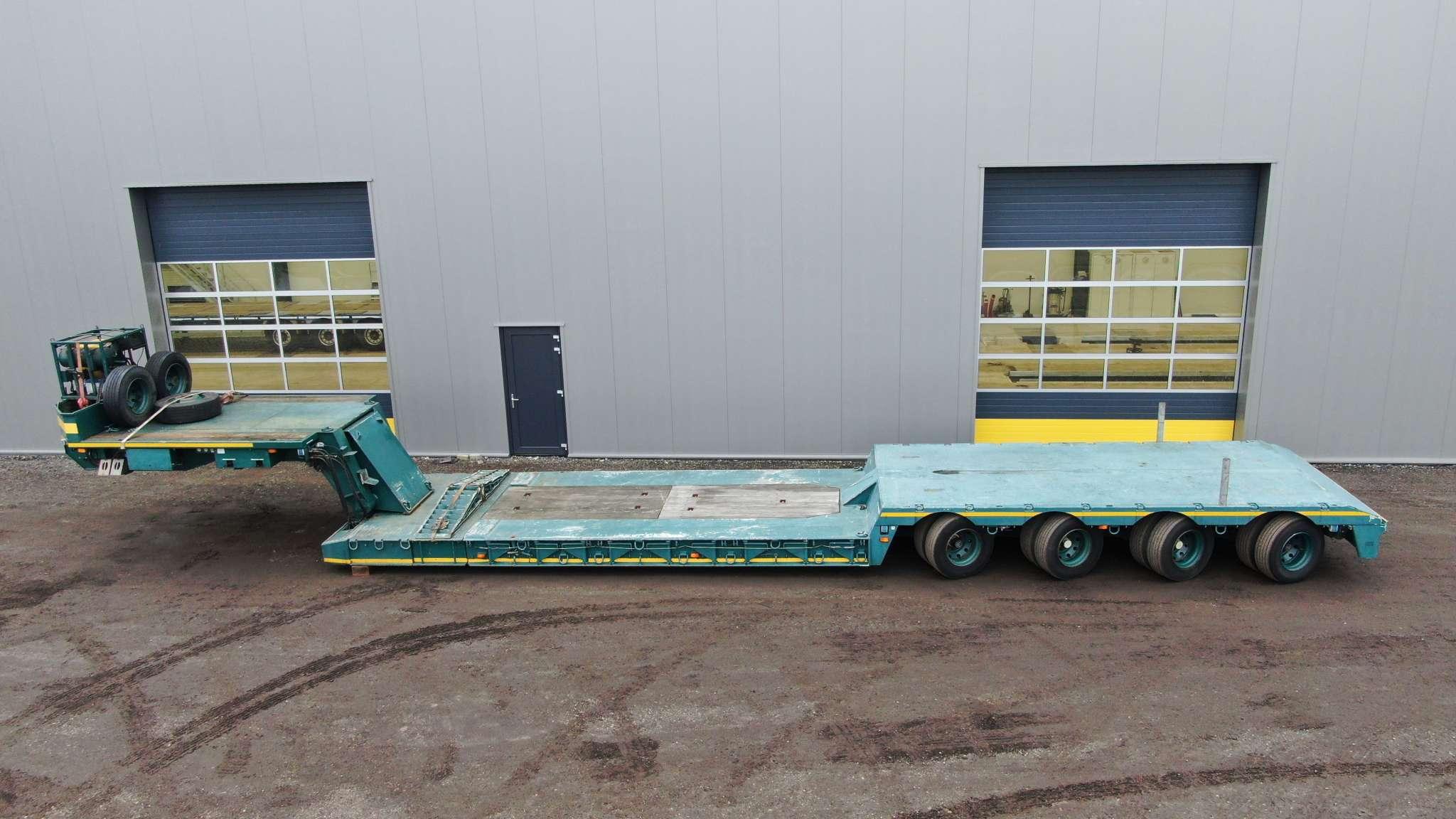 Cama baja de 4 ejes | cuello de cisne desmontable | extensible hasta 9,3 m | carga útil de 65 toneladas