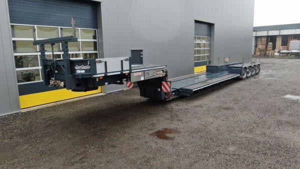 4 Assige dieplader met pendelassen en een spine laadvloer, uitschuifbaar tot 12,7 meter, laadvermogen 75 ton, geschikt voor 1 of 2 assige jeepdolly.