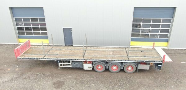 Heavy duty 3 axle flatbed for concenmtrated load   with twistlock   payload 36 ton