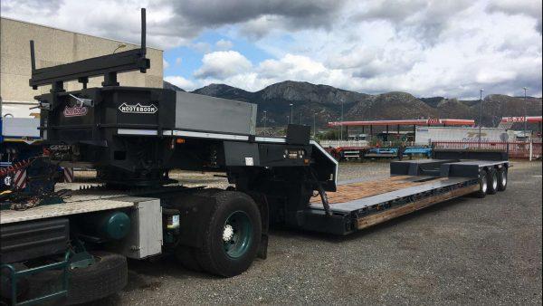 3 Axle lowbed   machine carrier   detachable gooseneck   loadfloor lenght 8,5 m   payload 50 ton