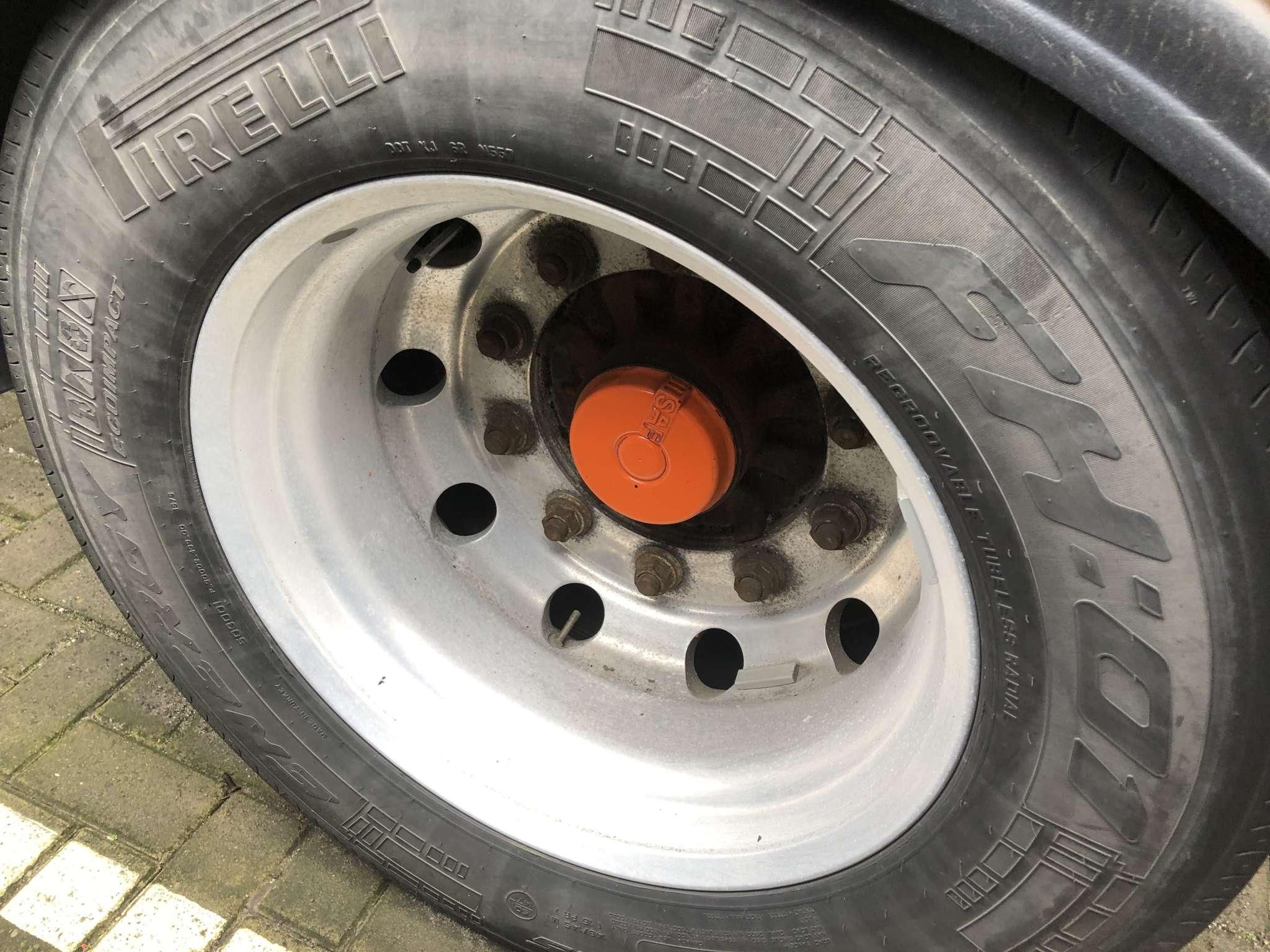 Semi-remorque plateau 3 essieux | 3 essieux avec direction hydraulique | extensible jusqu'a 36 m | charge utile 34 ton