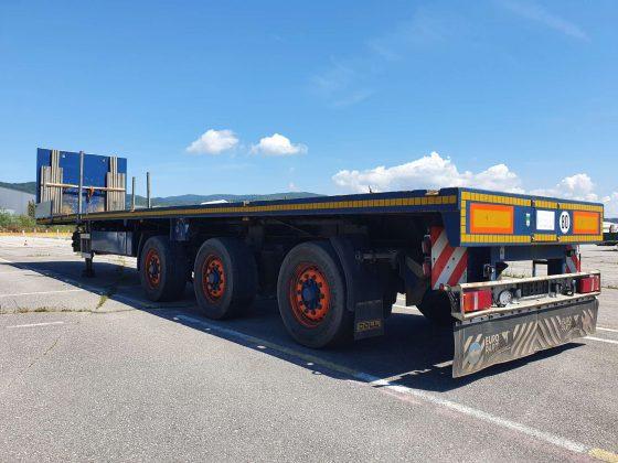 3 assige vlakke trailer | hydraulisch gestuurd | uitschuifbaar tot 21 m | laadvermogen 35 ton