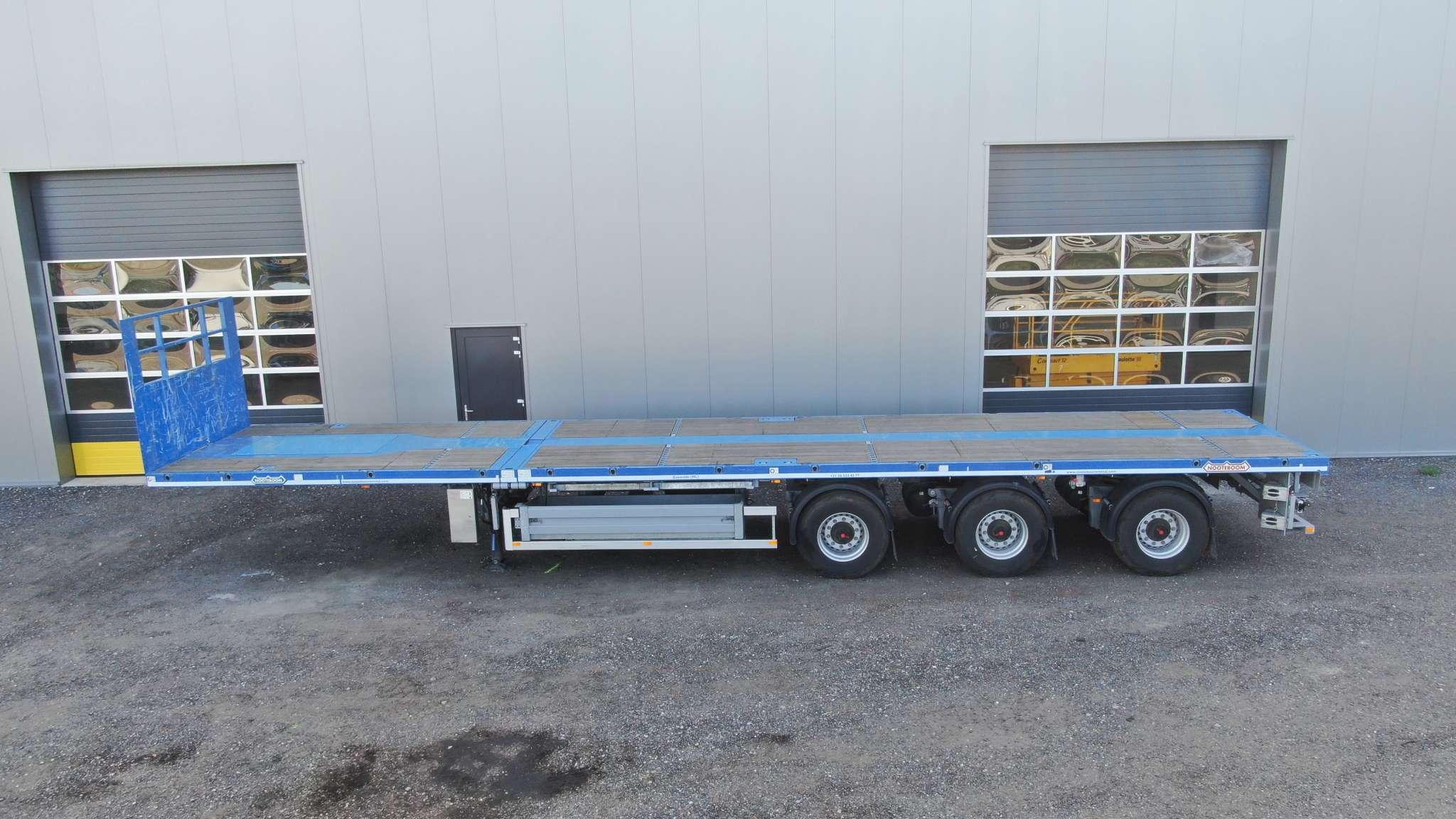 Remolque plano | 3 ejes | 3 ejes de dirección hidráulico | extensible hasta 28,8 m | carga útil 35 toneladas | 2 posiciones de conducción