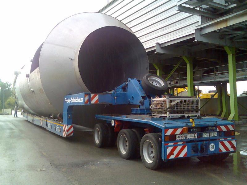 Scheuerle ketelvloer met een zelfsturende dolly | laadvermogen 45 ton